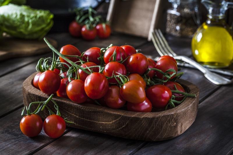 Tomatoes Cherry on the Vine per 0.25 Kg