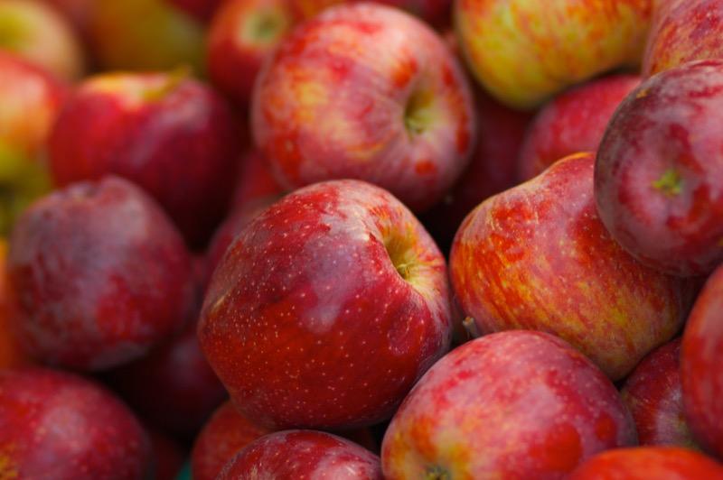 Apples Braeburn - each