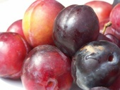 New Season's Plums (per 0.5 Kg)