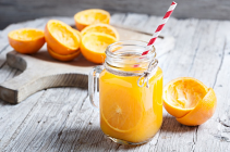 Oranges - Juicing each